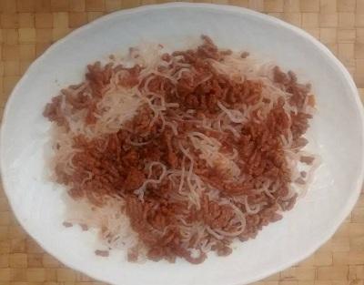 Espagueti carne picada salsa soja