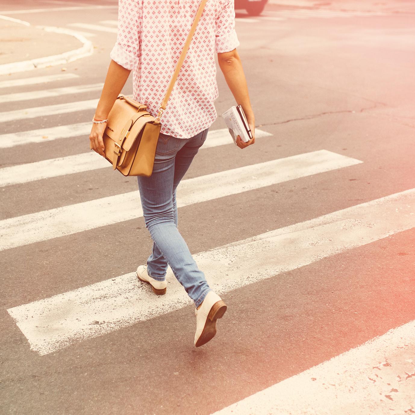 M caminando ciudad